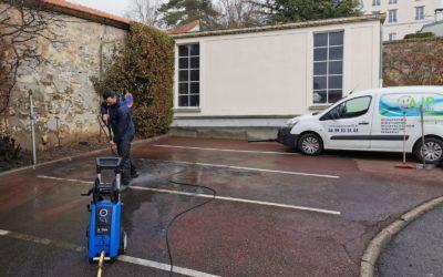 Nettoyage d'un parking à Saint-Germain-Laye après un feu de voiture
